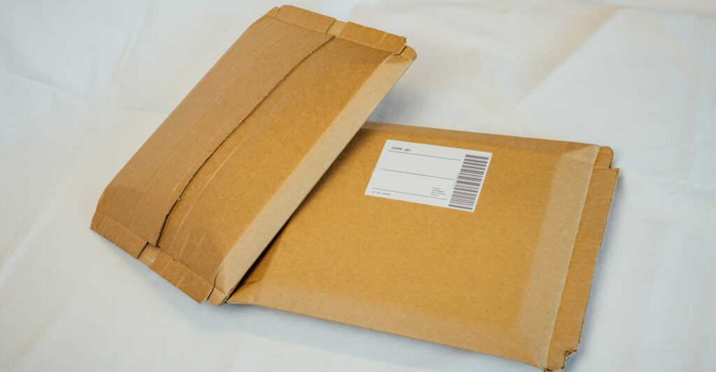 Eliminieren Sie unterschiedliche Kartongrößen und Luftpolster mit dem VARO E-com Packer